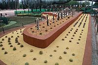 """Jojutla, Morelos 29/Septiembre/2015.<br /> Como parte de las actividades de turismo en el estado de Morelos, se realizó una visita a """"Jardines de México"""", que consta de 51 hectáreas distribuidas en 31 has. de contemplación, 3 has. Áreas de producción vegetal en invernaderos y 11has. de estacionamientos y servicios.<br /> Dentro de Jardines de México, se puede encontrar jardines como:<br /> Jardín de Cactáceas, es un jardín dedicado a mostrar la riqueza de la cultura mexicana con un paisaje típico del estado de sonora, en donde hay más de 700 ejemplares que fueron rescatados con ayuda de autoridades ambientales y de una minera cercana a Caborca, Sonora. También se encuentra en dicho lugar el """"Gran Saguaro"""", un imponente cactus que sobresale por su tamaño de más de 12mtrs de altura y más de 350 años de edad.<br /> El Jardín estilo japonés, conformado con plantas, rocas, árboles y caídas de agua, este lugar es la perfecta sintonía de elementos y simbolismos con significados profundos y milenarios. En  este pasaje se puede deleitar, el bambú, puentes y arquitectura propia de la cultura japonesa. <br /> Jardín estilo italiano, este jardín está diseñado a la semejanza de una Villa Italiana de la época del Renacimiento, resaltan las figuras geométricas y elementos arquitectónicos con fuentes y esculturas típicas de los jardines italianos de aquella época. <br /> El laberinto de los sentidos, es un jardín dedicado al arte, mientras uno disfruta del recorrido que despertara los sentidos y la imaginación. Un encuentro con la cultura, el asombro, el ingenio, y la creatividad de varios artistas. Entre otros jardines más."""