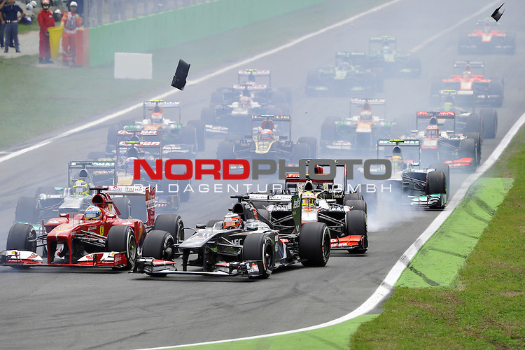 05.-08.09.2011, Autodromo Nationale, Monza, ITA, F1, Grosser Preis von Italien, Monza, im Bild  Fernando Alonso (ESP),  Scuderia Ferrari - Nico Huelkenberg (GER), Sauber F1 Team - Sergio Perez (MEX)  McLaren F1 Team  <br />  Foto &copy; nph / Mathis