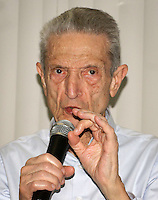 SÃO PAULO, SP, 08.07.2014 - MORTE  PLINIO DE ARRUDA SAMPAIO - Foto de arquivo de 24/08/2010 do ex-deputado Plínio de Arruda Sampaio (PSOL), que faleceu aos 83 anos na tarde desta terça-feira, 08, no Hospital Sírio Libanês, em São Paulo. A informação foi confirmada pela candidata à Presidência pela sigla, Luciana Genro, que tinha uma visita ao ex-parlamentar agendada nesta tarde (Foto: Vanessa Carvalho - Brazil Photo Press)