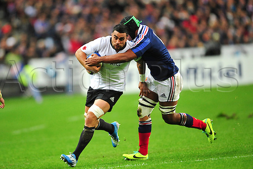09.11.2013. Paris, France. International rugby union test match. France versus New Zealand. Thierry Dusautoir  (Fra) vs Liam Messam (NZ)