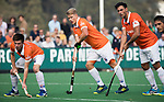 BLOEMENDAAL  - Jasper Brinkman (Bldaal) met rechts Glenn Schuurman (Bldaal) en Thierry Brinkman (Bldaal)      Hoofdklasse competitie heren, Bloemendaal-HGC (7-2). COPYRIGHT KOEN SUYK