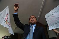 SÃO PAULO, SP, 03.03.2016 - OPERAÇÃO-LAVA JATO - Orlando Silva  em frente no Aeroporto de Congonhas, em São Paulo onde acontece na Polícia Federal o depoimento do ex-presidente Luiz Inácio Lula da Silva nesta sexta-feira, 04, como parte da 24ª fase da Operação Lava Jato. Lula presta depoimento ao delegado de plantão na Polícia Federal que fica no aeroporto. Uma equipe de policiais e delegados de Curitiba também acompanha o depoimento.   (Foto: William Volcov/Brazil Photo Press)