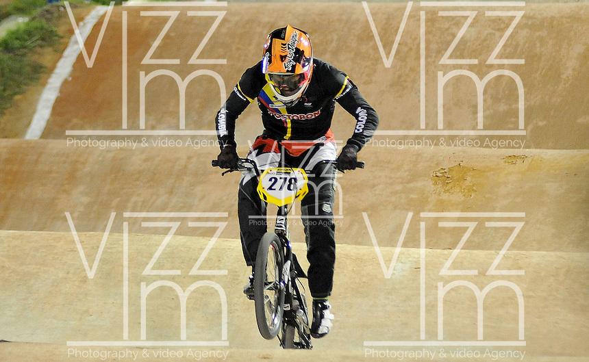 MEDELLIN- COLOMBIA -29-05-2016: Carlos Ramirez (COL) durante su participación en la categoría elite hombres en el marco del Campeonato Mundial de BMX 2016 que se realiza entre el 25 y el 29 de mayo de 2016 en la ciudad de Medellín. / Carlos Ramirez (COL) during her performance in the men elite's categories as part of the 2016 BMX World Championships to be held between 25 and 29 May 2016 in the city of Medellin. Photo: VizzorImage / Cristian Alvarez / CONT