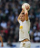 FUSSBALL   1. BUNDESLIGA  SAISON 2012/2013   7. Spieltag   Borussia Moenchengladbach - Eintracht Frankfurt   07.10.2012 Tony Jantschke (Borussia Moenchengladbach) beim Einwurf