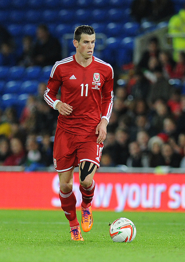 Wales Gareth Bale in action during todays match  <br /> <br /> Photo by Ashley Crowden/CameraSport<br /> <br /> Football - International Friendly - Wales v Finland - Saturday 16th November 2013 - Cardiff City Stadium - Cardiff<br /> <br /> &copy; CameraSport - 43 Linden Ave. Countesthorpe. Leicester. England. LE8 5PG - Tel: +44 (0) 116 277 4147 - admin@camerasport.com - www.camerasport.com