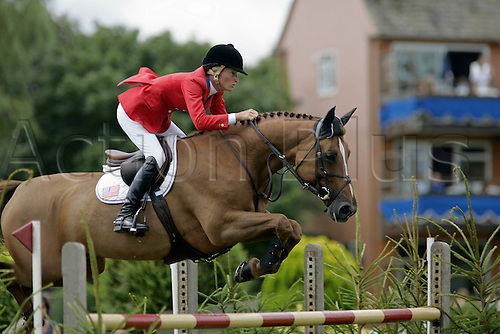 30 July 2006: American rider Molly Ashe (USA) rides LUTOPIA to victory in The Bunn Leisure Queen Elizabeth II Cup at The Longines Royal International Horse Show, Hickstead England. Photo: Glyn Kirk/Actionplus....060730 woman women female showjump showjumping .
