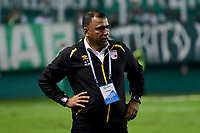 PALMIRA - COLOMBIA, 13-11-2019: Harold Rivera técnico de Santa Fe gesticula durante el partido entre Deportivo Cali e Independiente Santa Fe como parte de la Liga Águila II 2019 jugado en el estadio Deportivo Cali de la ciudad de Palmira. / Harold Rivera coach of Santa Fe gestures during match between Deportivo Cali and Independiente Santa Fe for the date 2, quadrangular semifinals, as part Aguila League II 2019 played at Deportivo Cali stadium in Palmira city. Photo: VizzorImage / Nelson Rios / Cont