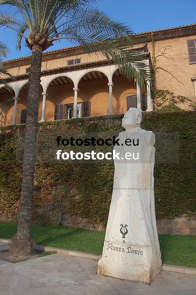 """Sculpture """"Ruben Darío"""" (1867-1916), (stone of Santanyí, 374 x 115 x 96 cm, 1950) by Antoni Oliver Sitjar (Porreres 1926), in front of the Marqués de Ariany Palace, Paseo Sagrera<br /> <br /> Escultura """"Rubén Darío"""" (1867-1916), (piedra de Santanyí, 374 x 115 x 96 cm, 1950) de Antoni Oliver Sitjar (Porreres 1926), delante del Palau de Marqués de Ariany, Paseo Sagrera<br /> <br /> Skulptur """"Rubén Darío"""" (1867-1916), (Stein aus Santanyí, 374 x 115 x 96 cm, 1950) von Antoni Oliver Sitjar (Porreres 1926), vor dem Palast des Marqués de Ariany, Paseo Sagrera<br /> <br /> 3008 x 2000 px"""