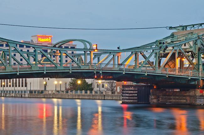 The Jefferson Stret Bridge crosses the DesPlaines River inJoliet, IL with Harrah's Casion in the background