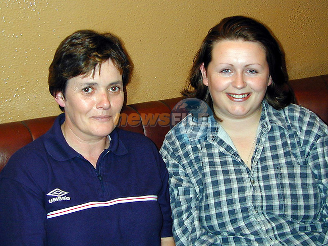 Marie Reilly and Rebecca McQuillan at the table quiz in White's Pub, Stamullen..Picture Paul Mohan Newsfile