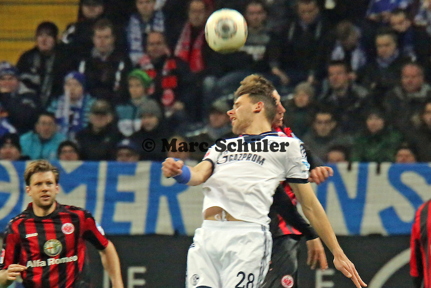 Adam Szalai (Schalke) gegen Bastian Oczipka(Eintracht) - Eintracht Frankfurt vs. FC Schalke 04, Commerzbank Arena