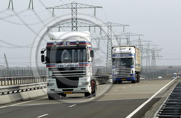 ROTTERDAM - NETHERLANDS - 15 MARCH 2003-- Road transport.-- PHOTO:  EUP-IMAGES / JUHA ROININEN