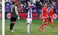 Real Valladolid´s Guerra regrets a mistake V Sevilla´s goalkeeper Palop and Navarro during La Liga match. March 28, 2010. (ALTERPHOTOS/Víctor J Blanco)