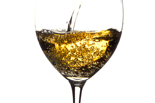 Chardonnay pouring
