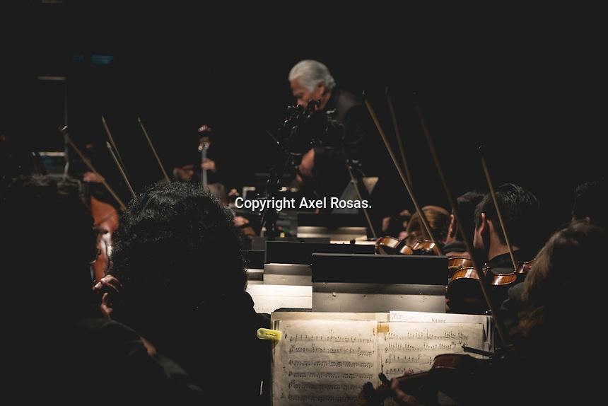 Quer&eacute;taro, Qro. 6 de febrero de 2017.- Como parte de la Celebraci&oacute;n del Centenario de la Constituci&oacute;n Mexicana en el Estadio Corregidora se present&oacute; el musical macro multimedia &ldquo;100 a&ntilde;os de la Constituci&oacute;n de 1917&rdquo; y el cierre con el tenor  Fernando de la Mora.<br /> <br /> Foto: Axel Rosas.
