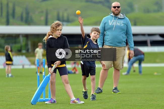 NELSON, NEW ZEALAND - NOVEMBER 5: Saturday Morning Kids Cricket, Saxton Oval, Nelson, New Zealand. Saturday 5 November 2016. (Photo by: Barry Whitnall Shuttersport Limited)