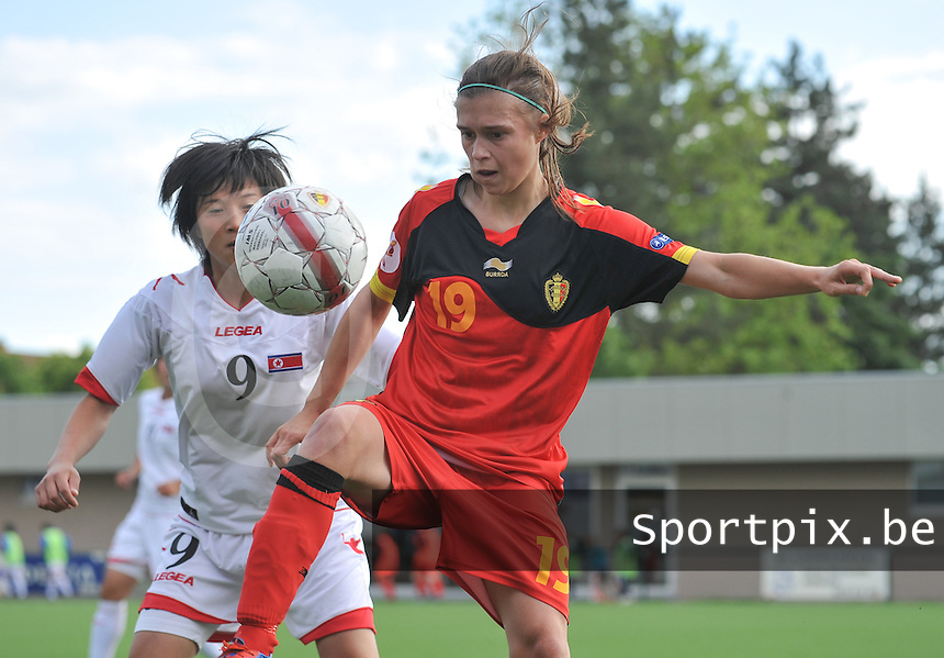Belgium A - North Korea friendly game at Koksijde KVV Stadium - Belgie - Noord Korea : Anaelle Wiard aan de bal.voor 9. Kim Nam Hui .foto David Catry / Joke Vuylsteke / Vrouwenteam.be