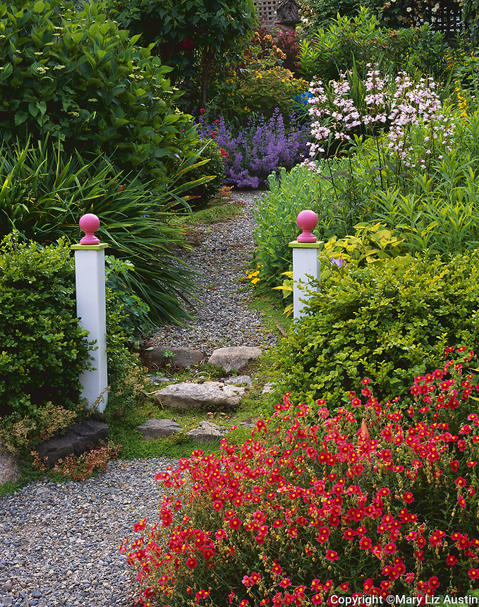 Vashon Island, WA: Two pillars mark the entrance to a garden path