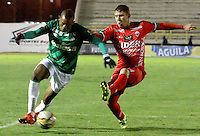 TUNJA -COLOMBIA, 27-10-2015. Nicolas Carreño (Der) jugador de Patriotas FC disputa el balón con Harold Preciado (Der) jugador de Deportivo Cali durante partido por la fecha 17 de la Liga Águila II 2015 realizado en el estadio La Independencia de Tunja./ Nicolas Carreño (L) player of Patriotas FC fights the ball with Harold Preciado (R) player of Deportivo Cali during match for the 17th date of Aguila League II 2015 played at La Independencia stadium in Tunja. Photo: VizzorImage/César Melgarejo/ Cont