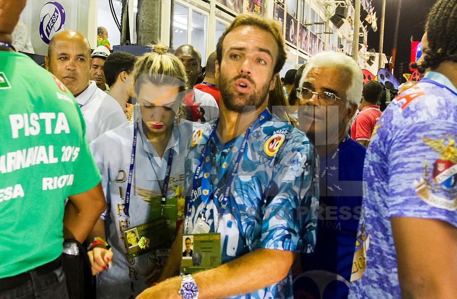 RIO DE JANEIRO, RJ, 17.02.2015 - CARNAVAL 2015 - RIO DE JANEIRO - GRUPO ESPECIAL / UNIÃO DA ILHA- Ex Jogador Roge participa da escola de samba União da Ilha durante desfile do grupo Especial do Carnaval do Rio de Janeiro, na madrugada desta terça-feira (16). ( Foto: Paulo Lisboa / Brazil Photo Press).