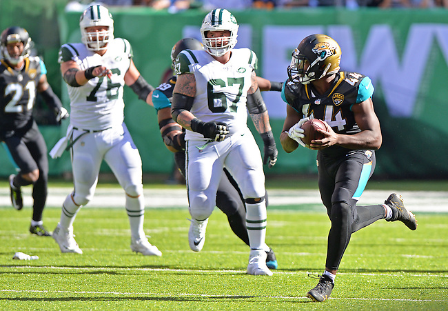 Jacksonville Jaguars linebacker Myles Jack (44) returns a fumble recovery 81 yards for a touchdown with 10:20 to play in the fourth quarter against the New York Jets in a NFL game Sunday, October 1, 2017 in East Rutherford, NJ. (Rick Wilson/Jacksonville Jaguars)