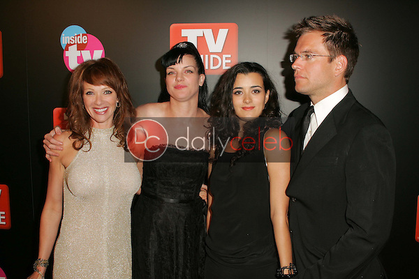 Lauren Holly and Pauley Perrette with Cote De Pablo and Michael Weatherly<br />at the TV Guide and Inside TV Emmy Awards After Party. Hollywood Roosevelt Hotel, Hollywood, CA 09-18-05<br />Dave Edwards/DailyCeleb.Com 818-249-4998