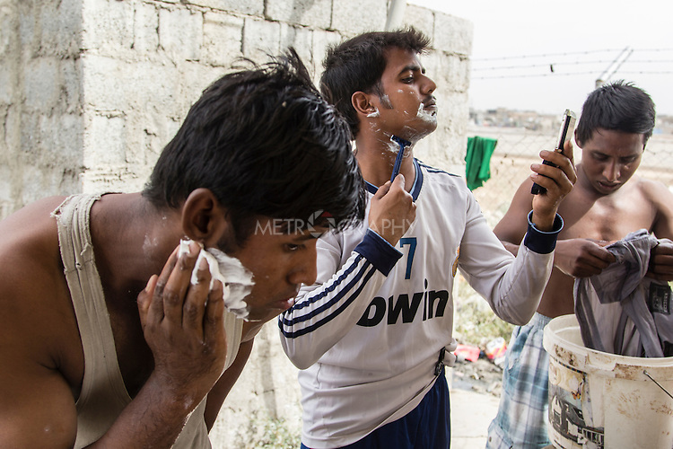 10/10/2014 -- Kirkuk, Iraq -- Bangladeshi workers shave during the two hours break in the afternoon.
