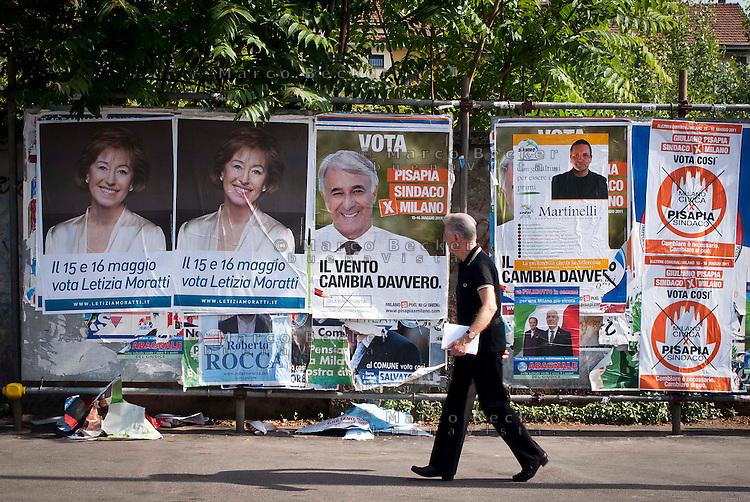 Milano, manifesti elettorali di Letizia Moratti e Giuliano Pisapia per le elezioni amministrative comunali 2011 --- Milan, campaign posters of Letizia Moratti and Giuliano Pisapia for local municipal elections 2011