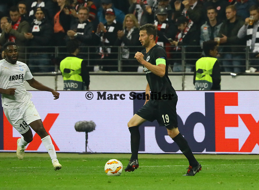 David Abraham (Eintracht Frankfurt) - 25.10.2018: Eintracht Frankfurt vs. Apollon Limassol FC, Commerzbank Arena, Europa League 3. Spieltag, DISCLAIMER: DFL regulations prohibit any use of photographs as image sequences and/or quasi-video.