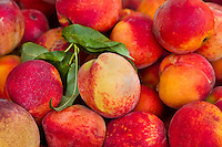 Fresh Food Locally Grown - Produce, fruit and veggies at Farmer's markets, from the farm to the table - Peaches