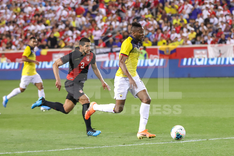 HARRISON, EUA, 05.09.2019 - PERU-EQUADOR - Luis Abram do Peru  e  do Michael Estrada  Equador amistoso internacional na Red Bull Arena em Harrison nos Estados Unidos nesta quinta-feira, 05. (Foto: William Volcov/Brazil Photo Press)