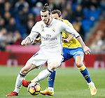 Real Madrid's Gareth Bale (l) and UD Las Palmas' Dani Castellano during La Liga match. March 1,2017. (ALTERPHOTOS/Acero)