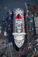 4415 / Queen Marry 2: EUROPA, DEUTSCHLAND, HAMBURG, (EUROPE, GERMANY), 16.11.2006: Queen Mary 2 in Trockedock von Blohm und Voss,