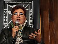 Quer&eacute;taro, Qro. 18 de agosto de 2015.-  Durante el encuentro con universitarios d ela UAQ (Universidad Aut&oacute;noma de Quer&eacute;taro), padres de normalistas despaparecidos Ayotzinapa, se entrevistaron con el rector de la M&aacute;xima Casa de Estudios, Gilberto Ruiz.<br /> <br /> Posteriormente acudieron al foro-debate &ldquo;Foro sobre la estrategia de seguridad de Enrique Pe&ntilde;a Nieto, &iquest;Democracia fallida o NarcoEstado exitoso?&rdquo; -que organiz&oacute; la Facultad de Ciencias Pol&iacute;ticas y Sociales (FCPS) de la Universidad Aut&oacute;noma de Quer&eacute;taro (UAQ) - ocho padres de los 43 estudiantes desaparecidos de la Escuela Normal &ldquo;Isidro Burgos&rdquo; de Ayotzinapa, en el estado de Guerrero, dieron su testimonio de los hechos ocurridos la noche del 26 y la madrugada del 27 de septiembre de 2014 y las dificultades que han enfrentado en la b&uacute;squeda de sus hijos.<br /> <br /> El foro se cont&oacute; con la participaci&oacute;n del periodista Jos&eacute; Reveles, quien trabaja los temas de la inseguridad en M&eacute;xico y las organizaciones criminales; as&iacute; como de la periodista y corresponsal para el baj&iacute;o de la revista Proceso, Ver&oacute;nica Espinosa, quien detall&oacute; la importancia del ejercicio period&iacute;stico en relaci&oacute;n con el caso de los normalistas desaparecidos.<br />  <br /> <br /> Foto: Kevin Lara / Prensa UAQ / Obture.