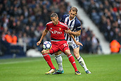 30th September 2017, The Hawthorns, West Bromwich, England; EPL Premier League football, West Bromwich Albion versus Watford; Richarlison of Watford closely marked by Claudio Yacob of West Bromwich Albion