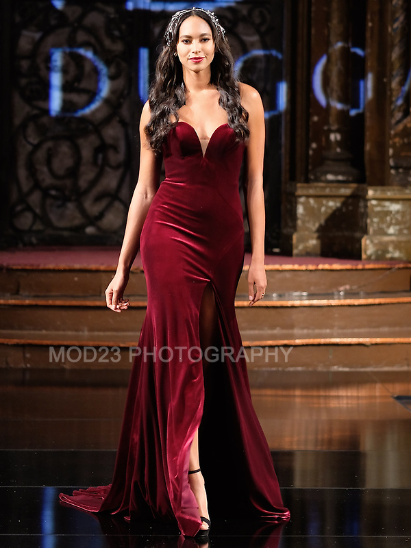 Mac Duggal  FW18  Collection at ArtHearts New York Fashion Week