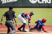 Roel Santos  (1) de los Alazanes de Gamma  <br /> Cuba se barre en la segunda base de Irving Falu de los  los Criollos de Caguas de Puerto Rico, durante el partido de beisbol de la Serie del Caribe en Guadalajara, M&eacute;xico, Martes 6 feb 2018.  (Foto: AP/Luis Gutierrez)