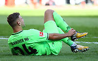 Nikolas Füllkrug (Hannover 96) hat Schmerzen - 30.09.2018: Eintracht Frankfurt vs. Hannover 96, Commerzbank Arena, DISCLAIMER: DFL regulations prohibit any use of photographs as image sequences and/or quasi-video.