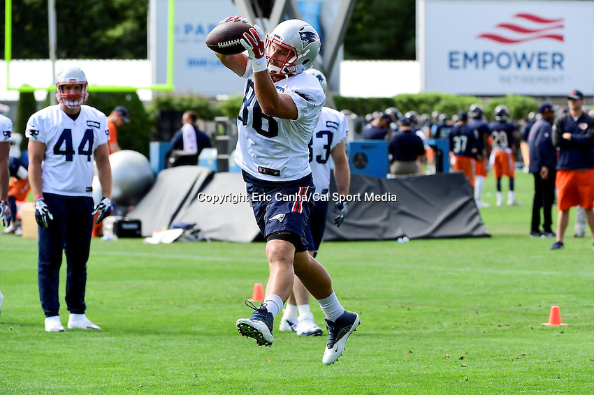 Wednesday, August 17, 2016: New England Patriots tight end A.J. Derby (86) makes a catch at a joint training camp session between the Chicago Bears and the New England Patriots held at Gillette Stadium in Foxborough Massachusetts. Eric Canha/CSM