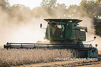 63801-07316 Soybean harvest with John Deere combine in Marion Co. IL