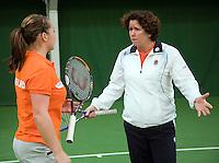 29-1-09, Almere, Training Fedcup team, Capain Mannon Bollegraf coaching Nicole Thyssen