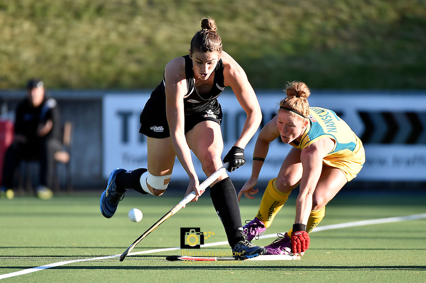 Action from the International Hockey - Black Sticks Women v Hockeyroos at National Hockey Stadium, Newtown, New Zealand on Tuesday 18 November 2014.<br /> Photo by Masanori Udagawa. <br /> www.photowellington.photoshelter.com.