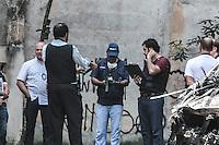 SÃO PAULO,SP, 20.03.2016 - ACIDENTE-AVIÃO - Peritos do Cenipa chegam ao local do acidente aéreo na zona norte da capital que aconteceu neste sábado (19), para avaliar o local, na manhã deste domingo (20). ( Foto : Marcio Ribeiro / Brazil Photo Press/Folhapress)