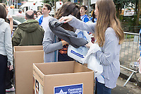 SÃO PAULO, SP - 09.06.2013: 13ª EDIÇÃO DA MEGA - CAMPANHA DE ARRECADAÇÃO DE AGASALHOS EM HIGIENÓPOLIS -  A Mega-Campanha de Arrecadação de Agasalhos ocorre no bairro de Higienópolis, promovida pela Área de Juventude da Federação Israelita do Estado de São Paulo, que acontece pelo 13º anoconsecutivo. Cerca de 300 jovens da comunidade judaica vão aproveitar o domingo, 09 de junho, para colocar em prática um dos preceitos do judaísmo: a tzedaká,  justiça social. A concentração ocorre na Praça Vilaboim em São Paulo, de onde os participantes saem em seis caminhões e seis carros de som percorrendo o bairro para a arrecadação de agasalhos. O evento conta ainda com a presença de D. Lu Alckmin, presidente do FUSSESP. (Foto: Marcelo Brammer/Brazil Photo Press)