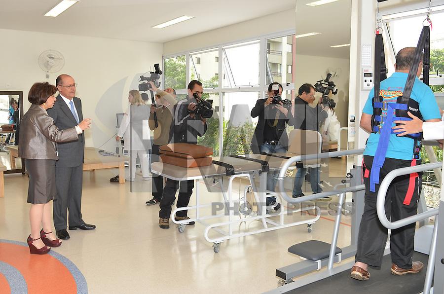SAO PAULO, 04 DE JUNHO DE 2013 - ALCKMIN ROBOTICA E NEUROMODULACAO - O Governador Geraldo Alckmin durante inauguraçãoo do Laboratório de Robótica e Neuromodulação, Rede Lucy Montoro, (FOTO: ALEXANDRE MOREIRA / BRAZIL PHOTO PRESS)