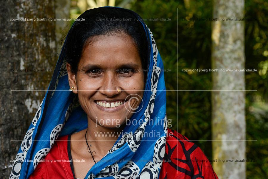 BANGLADESH,  District Tangail, Kalihati, village Bukta, portraiture of Shanaz Akthar / BANGLADESCH, Distrikt Tangail, Kalihati, Dorf Bukta, Frau Shanaz Akthar, 28 Jahre, im Sari