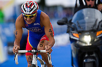 07 AUG 2011 - LONDON, GBR - Ivan Rana (ESP) - men's round of triathlon's ITU World Championship Series .(PHOTO (C) NIGEL FARROW)