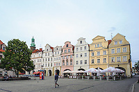 Giebelh&auml;user am Rathausplatz in Jelenia Gora (Hirschberg), Woiwodschaft Niederschlesien (Wojew&oacute;dztwo dolnośląskie), Polen, Europa<br /> Gable Houses at Market square  in Jelenia Gora, Poland, Europe