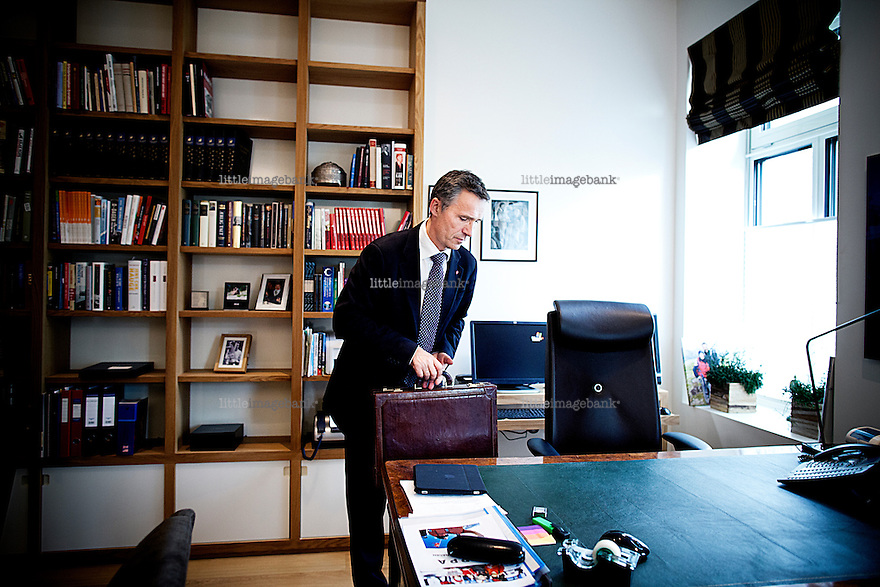 Oslo, Norge, 17.06.2011. Norwegian Prime Minister Jens Stoltenberg seen in his office in the PM residence . Photo: Christopher Olssøn.