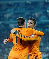 FUSSBALL   CHAMPIONS LEAGUE   SAISON 2013/2014   Vorrunde  Juventus Turin - Real Madrid     05.11.2013 JUBEL Real Madrid; Torschuetzen Gareth Bale (li) umarmt von Cristiano Ronaldo